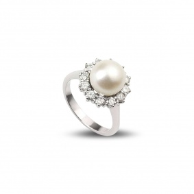 18WG 0.60TDW Pearl and Diamond Cluster Ring